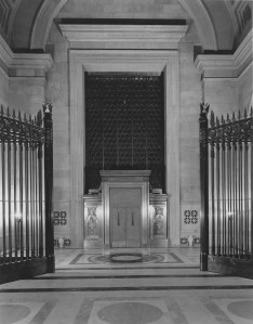 Constitution Avenue Foyer, doors closed, Jan. 12, 1936, Records of the National Archives