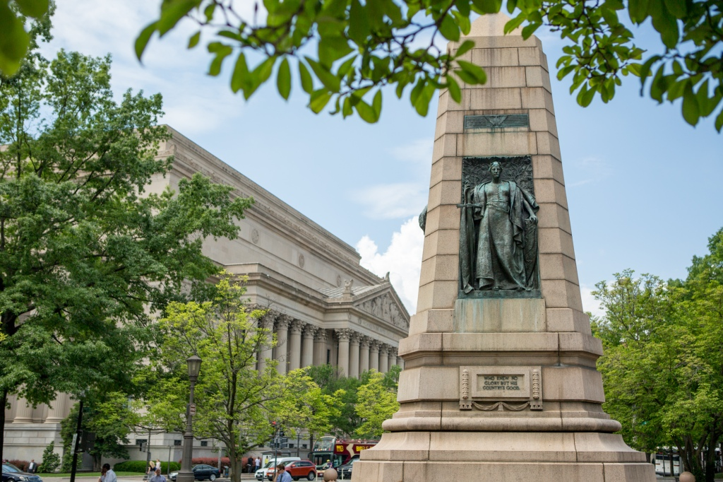Grand Army of the Republic Memorial with National Archives Building in the background, May 18, 2015. (Photograph Courtesy of Jeff Reed)