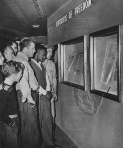 Photograph of the Freedom Train Exhibit, October 20, 1948. (National Archives Identifier 12167318)